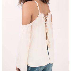 Tobi / cream cold shoulder top